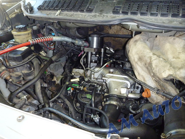 Injector removal from Peugeot / Citroen with 2.0               and 2.2 HDi engines