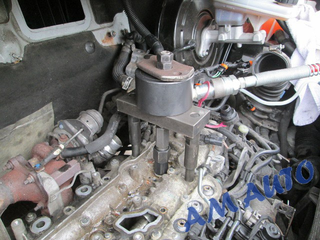Injector                   removal from Renault Trafic / Opel Vivaro with 2.0                   engine