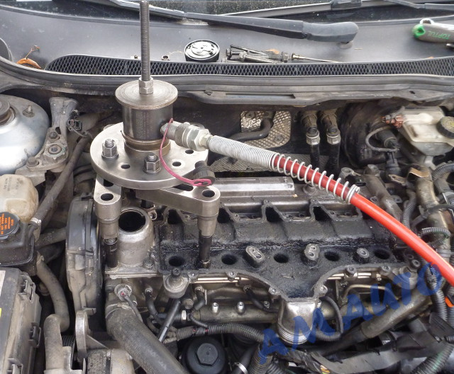 Injector removal                                               from Volvo with 2,4 D5                                               engine